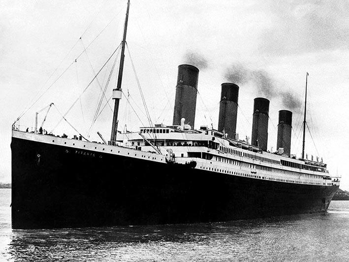 Titanic (B&W) Canvas Print